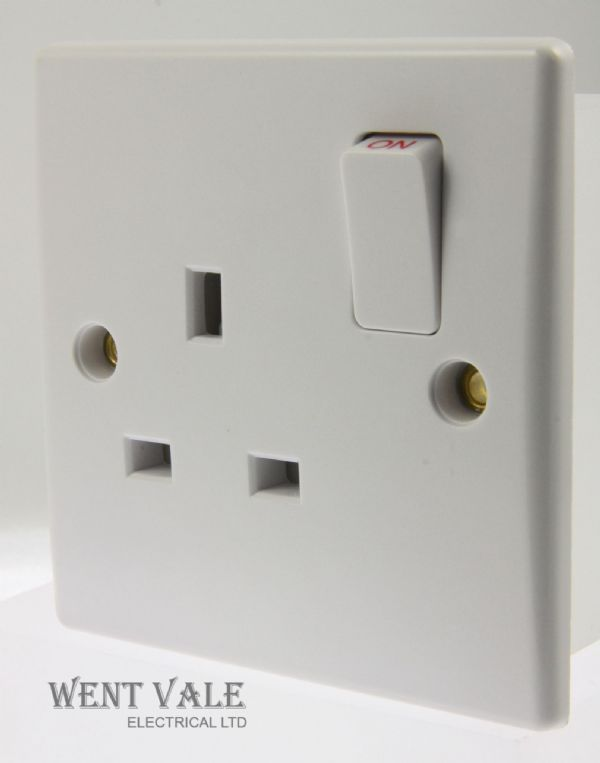 GET Ultimate Slimline - GU3010 - White Moulded 13a Switched Single Socket New